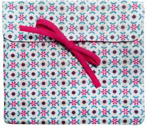 Pochette finalisée Kit à coudre Créa Pecam. Cliquez sur le visuel pour le télécharger